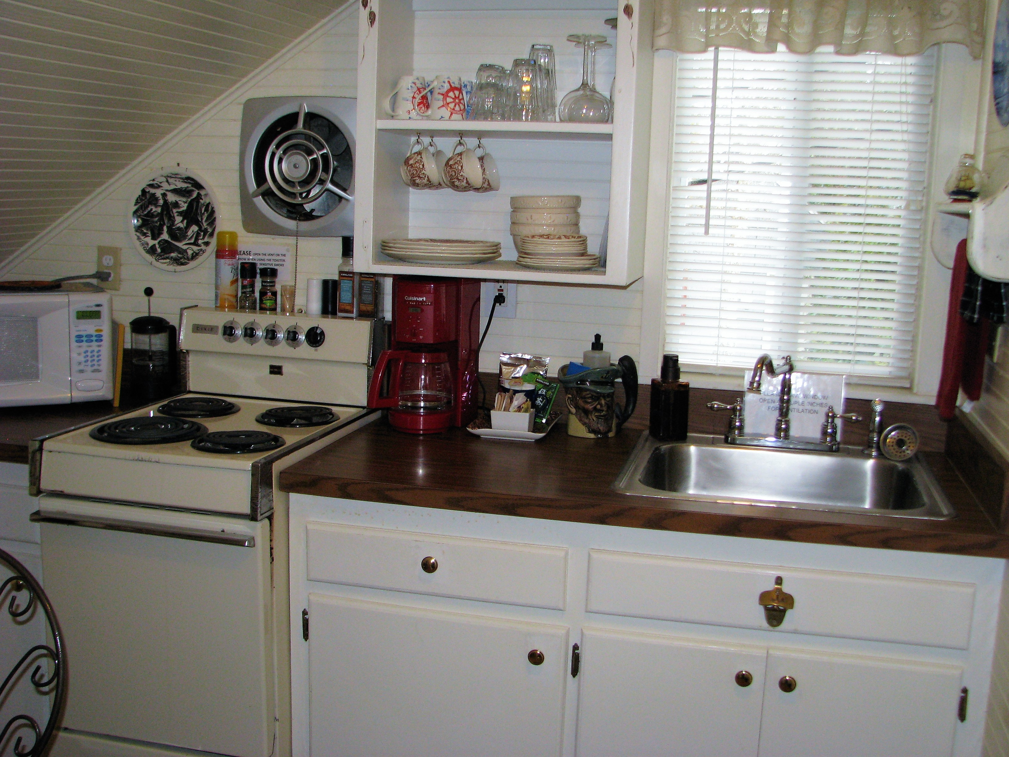 Enchanted Cottages - Captain's Cottage Kitchen