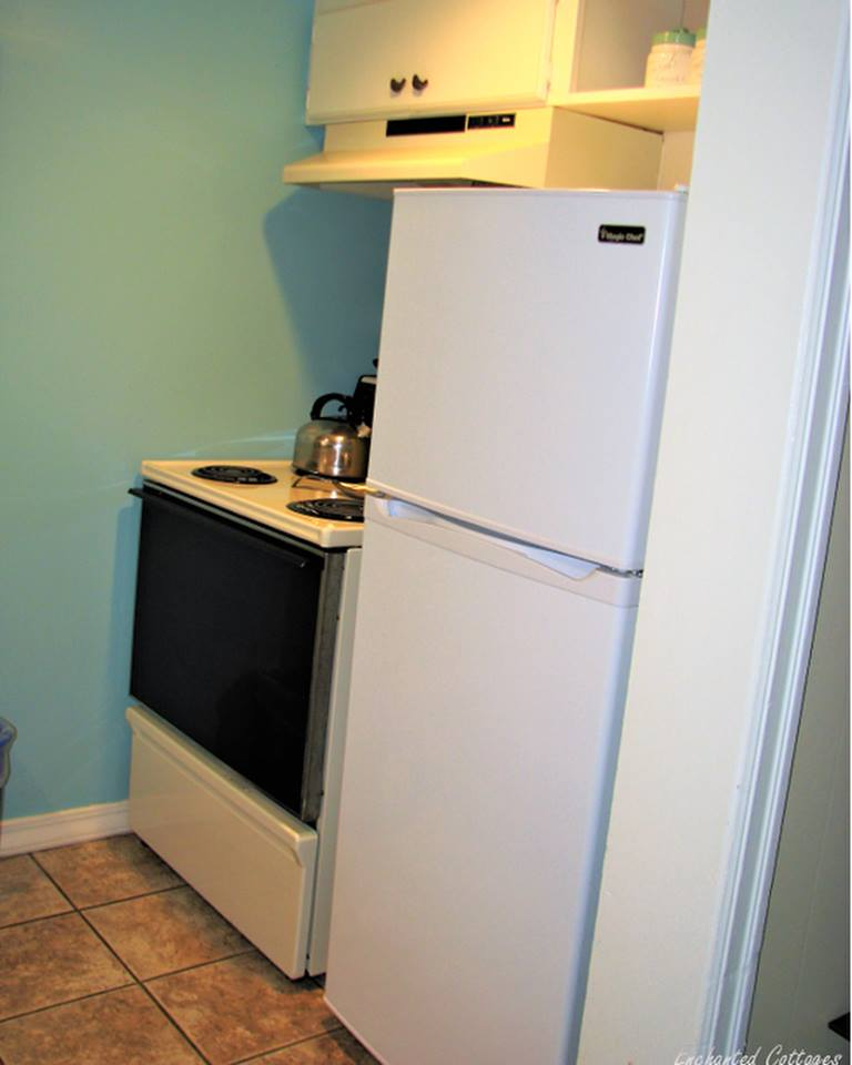 HH Kitchen Fridge & Stove